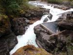 Stamp Falls suhteellisen kuivana. Oikealla näkyy osa kalaporras -viritelmää. Kuva J.Repo (stamp river)