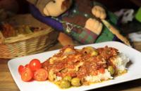 Pestokalaa tomaattikastikkeessa