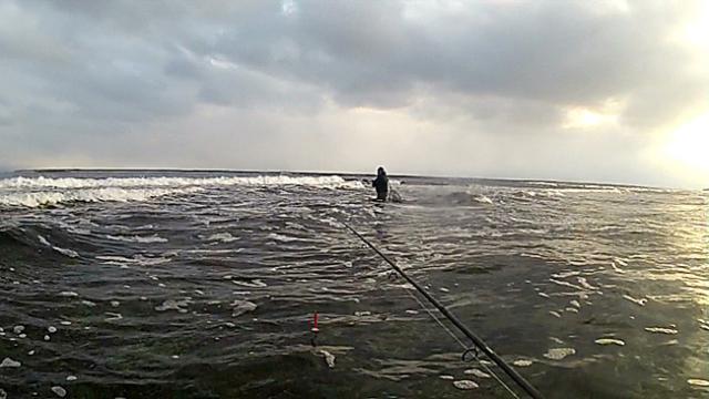 kovassa tyrskyssä kalastusta